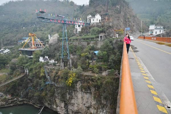 三峡蹦极是全国峡谷中最高的蹦极跳台