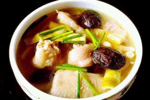 香茹炖土鸡
