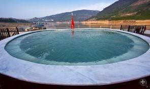 QQ圖片游泳池