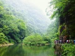 <三峡大瀑布 、金狮洞一日游>欣赏幽深的峡谷,青山叠翠