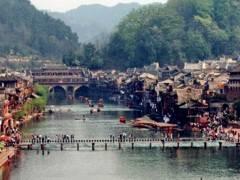 宜昌--凤凰古城、红石林、芙蓉镇、张家界溪布街 汽车三日游