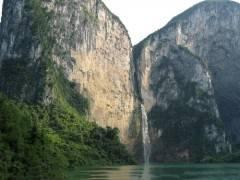水上恩施野三峡、清江大峡谷、蝴蝶岩汽车二日游