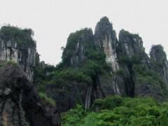 恩施清江大峡谷、黄鹤桥峰林、土家女儿城、石门河三日游