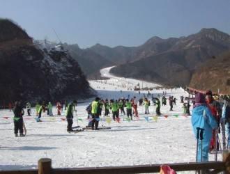 【五峰滑雪】五峰国际滑雪场+九凤谷两日游 住五峰国际大酒店