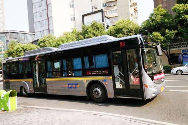 B413路公交车开通