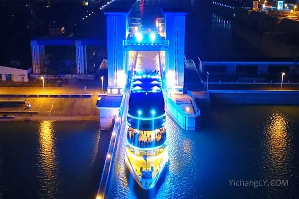夜游过葛洲坝船闸