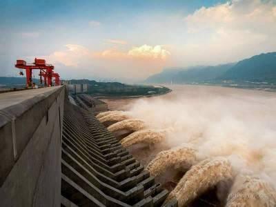 三峡大坝减少下泄量缓解中下游防洪压力