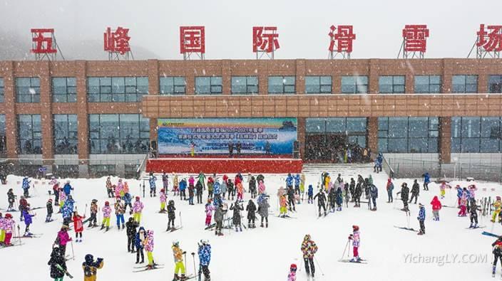 五峰国际滑雪场2020年12月6日正式开滑营业