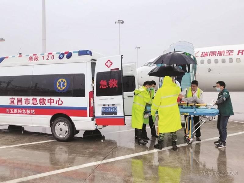 万米高空旅客突然昏迷航班紧急备降宜昌