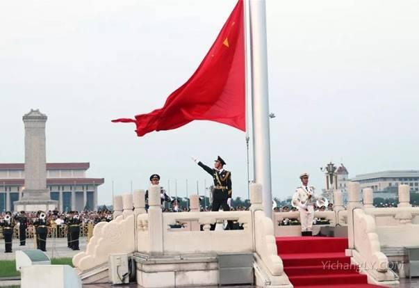 天安门广场看升旗