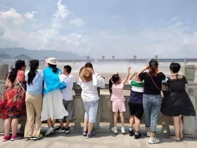 三峡大坝迎来今年第100万名游客