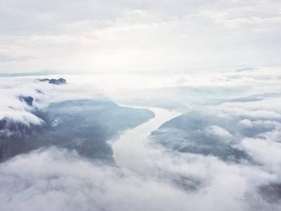 云雾西陵峡成夏游美景