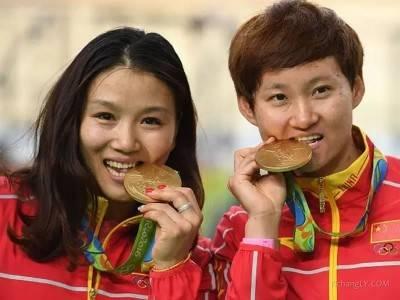 奥运冠军为啥都爱咬金牌?真相竟然是这样!