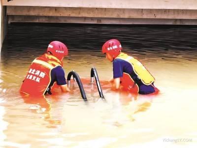 宜昌消防援豫救援队连续奋战70余小时感动郑州城